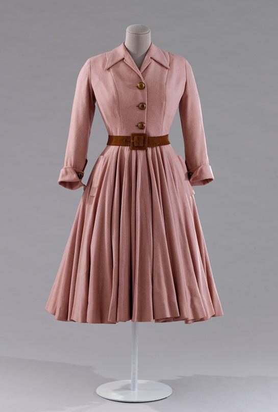 exposition-galliera-mode-robe-manteau