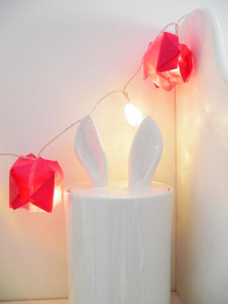 idee-deco-pliage-papier-guirlande-lumineuse