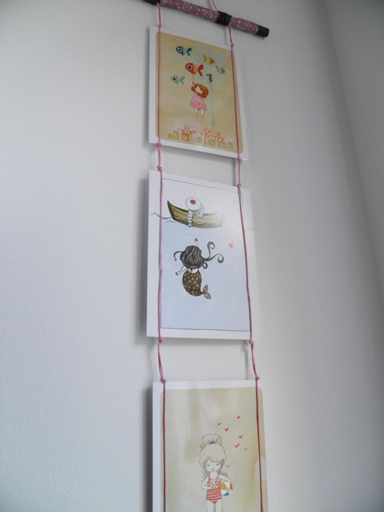 idee-deco-cartes-postales-suspension-