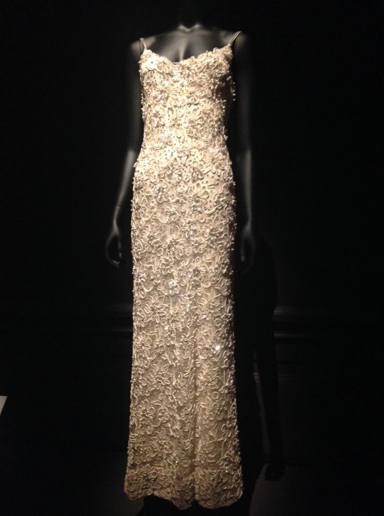 «Dalida, une garde-robe de la ville à la scène» au palais Galliera